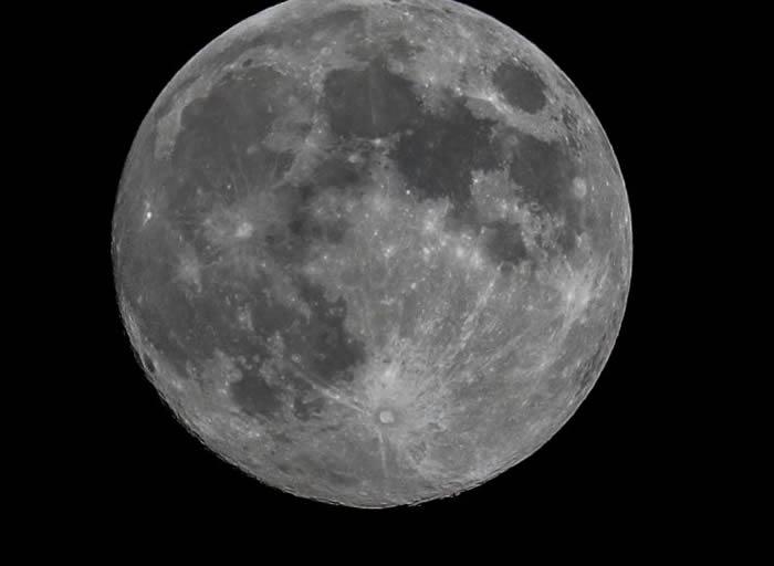 俄罗斯计划约于2027年将月球低温土壤取样运回地球