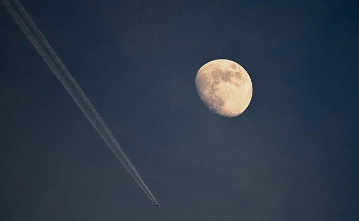 俄罗斯科学院院士:科学家至今不知道月球形成的原因