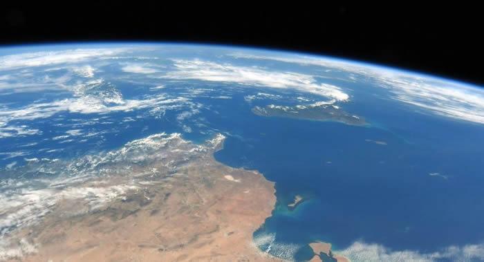 地球生命的出现归功于与远古行星忒伊亚的相碰撞