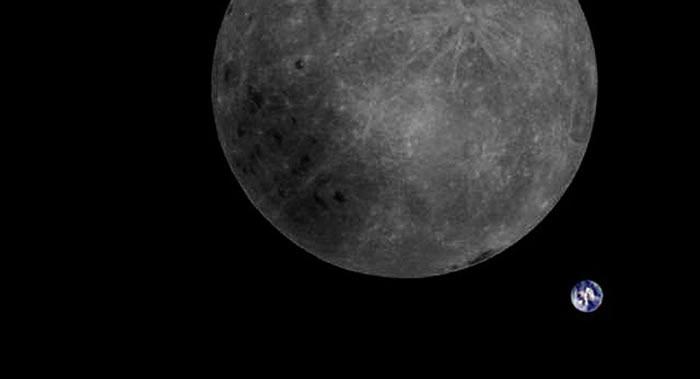 月球和地球的第一张合影照片出现
