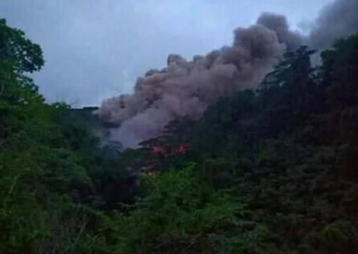 卡兰吉田火山喷出大量气体。
