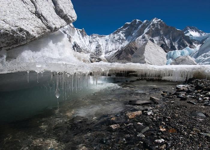 喜马拉雅冰川因气候转变大规模融化。