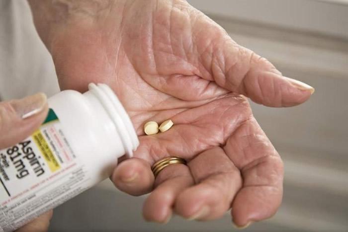 英国伦敦大学国王学院研究:常服阿司匹林可降低11%患心血管疾病机会 但增严重出血机会43%