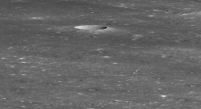 """美国宇航局月球轨道探测器拍到中国""""嫦娥-4""""号探测器在月球背面的照片"""