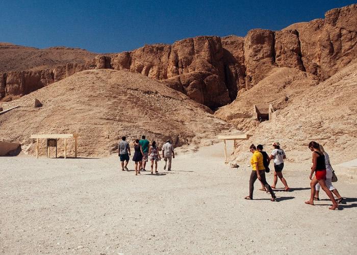 大批旅客到访亦会损害壁画。
