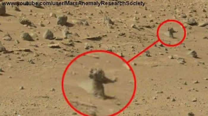 火星惊见黑色房子、外星人基地 NASA前员工称看到2个穿着太空衣的外星人在火星上走动