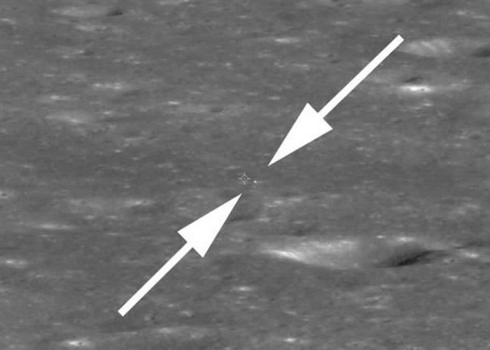 白色箭嘴之间为嫦娥四号探测器。