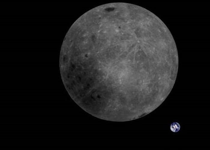 """哈尔滨工业大学自主研制的微卫星""""龙江二号""""成功从月球背面拍下多张月球与地球合照"""