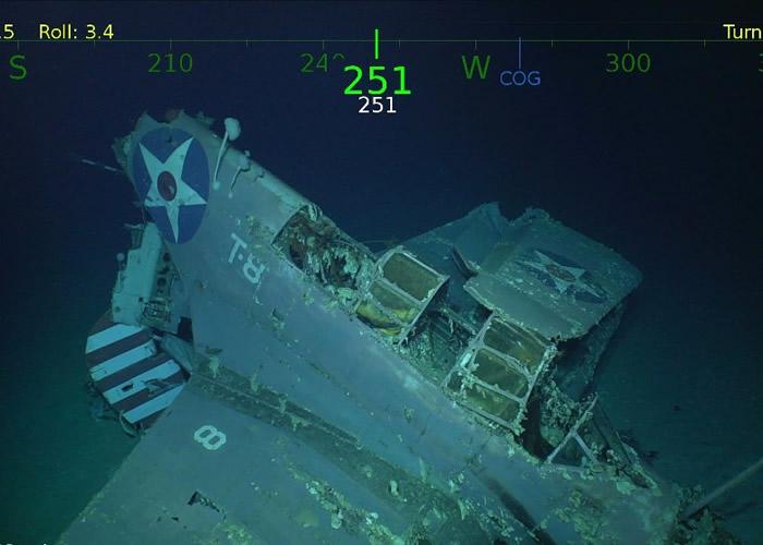 残骸中包括战机。