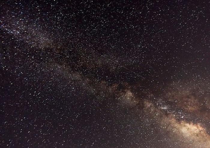 """国际低频阵列射电望远镜(LOFAR)发现""""数十万""""个新星系"""
