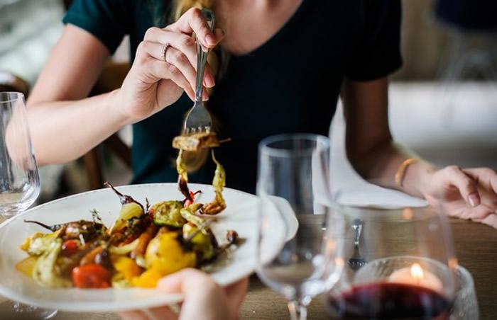 日本冈山大学医疗科学部研究发现睡觉前两小时进食并不影响血糖水平及体重