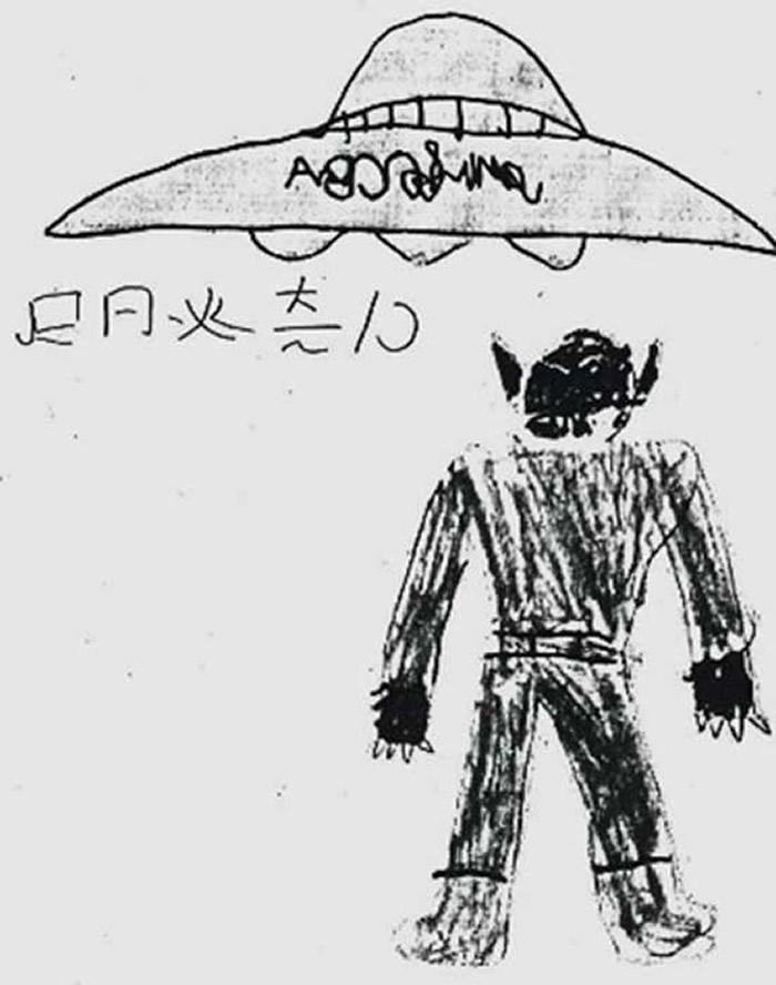 2名小学生手绘外星人的长相