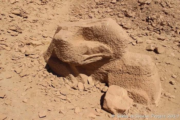 埃及阿斯旺附近的格贝尔山古矿场发现五米高的
