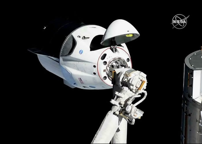 Crew Dragon顺利与国际空间站对接。