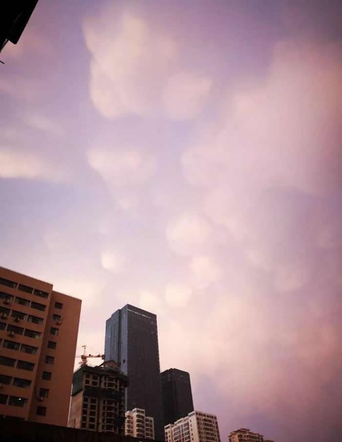 甘肃兰州上空惊现乳状云