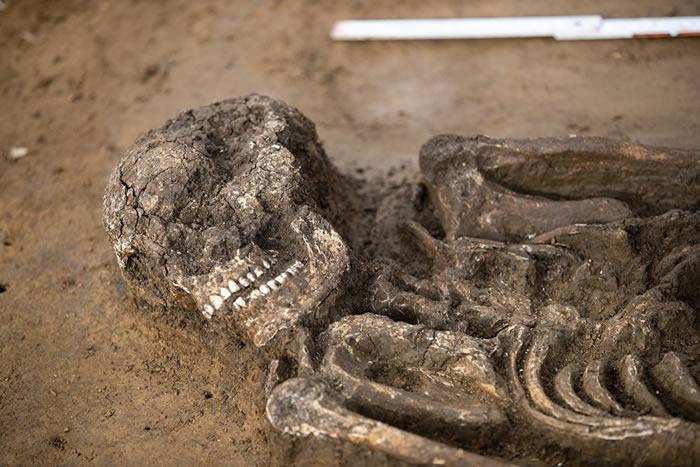 德国巴伐利亚发现生活在新石器时代的6500岁年轻人完好骨架