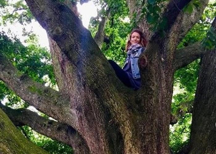 """美国费城热爱大自然的女子搬到森林做""""现代女巫"""" 曾用巫师草药疗法成功治愈顽疾"""