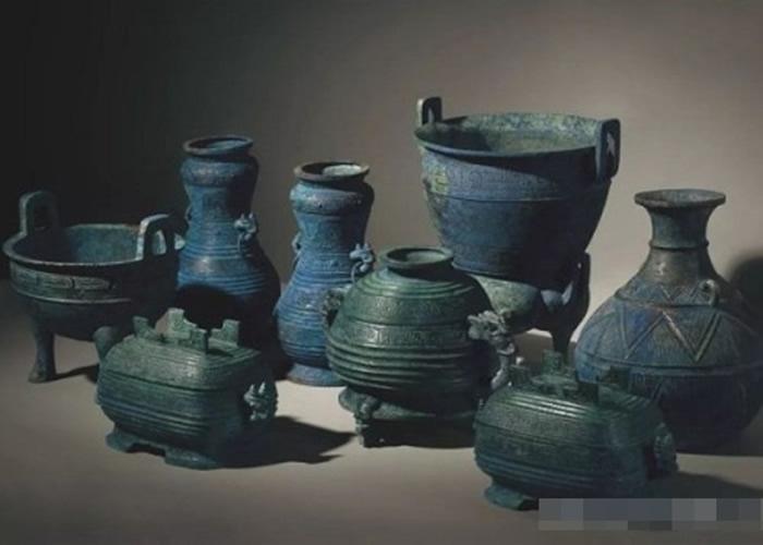 西周晚期曾伯克父青铜组器。