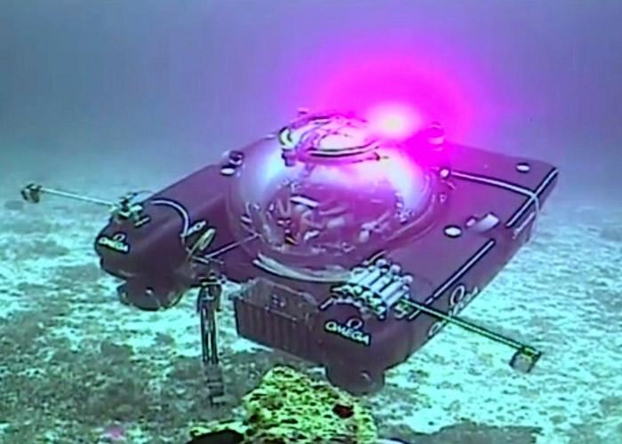 水下机器人在海床采集数据。
