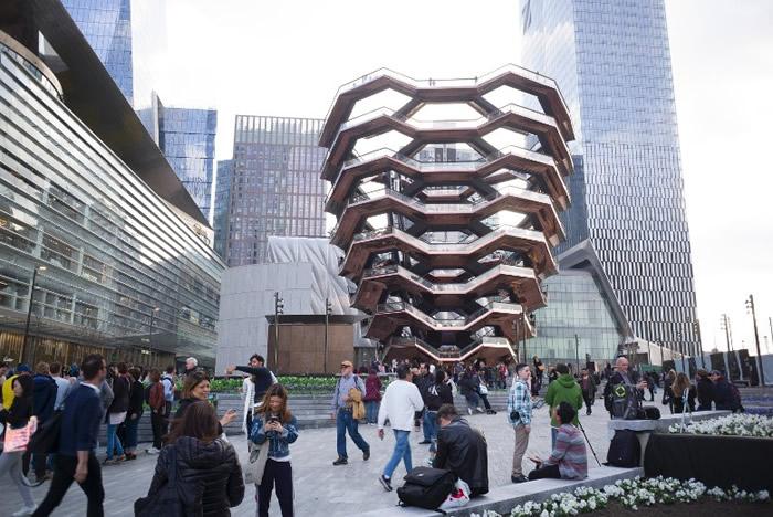 国纽约哈德逊广场揭幕 独特塔形建筑Vessel成