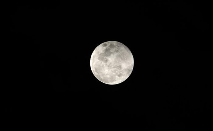 今年2月19日元宵节的超级月亮。(图/记者汤兴汉摄)