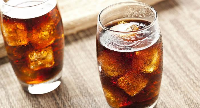 饮用过量的汽水和其他甜饮会使过早死于癌症、血管疾病或心脏的几率增加