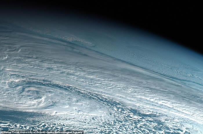 去年12月一颗事前没有被侦测到的小行星进入地球大气层发生猛烈爆炸 百年来第二大爆炸
