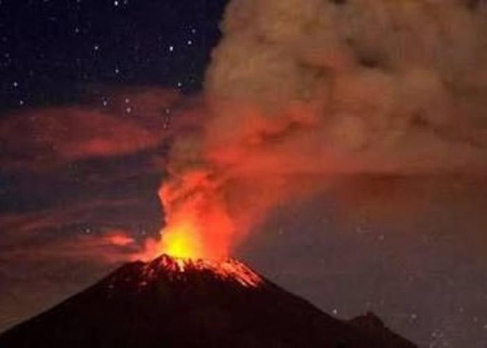 墨西哥北部著名活火山波波卡特佩特周一晚上突然喷发