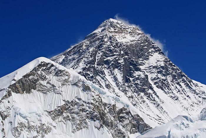 世界第一高峰圣母峰冰川以每年1公尺速度融化 登山客遗体随雪水流下…至少还有300具