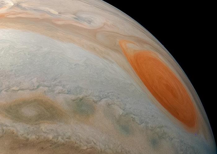 "NASA公布""朱诺""号从轨道上拍摄的木星最不平凡图像"