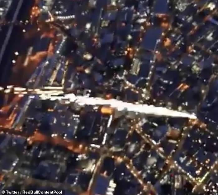 巨大火流星或UFO坠落美国加州洛杉矶市中心?警方回应......