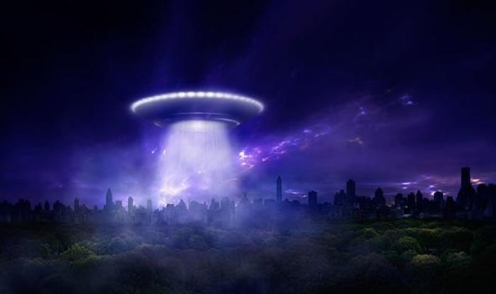 """天文学家指外星人不仅存在 而且像""""银河动物园""""般秘密监视研究人类"""