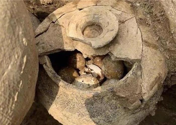 江苏省常州市溧阳上兴镇土墩墓发现一罐2500年前春秋时期的鸡蛋