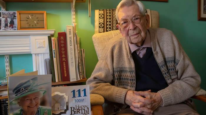 最长寿爷爷112岁生日会因疫情取消 网友:健康就是最好的礼物