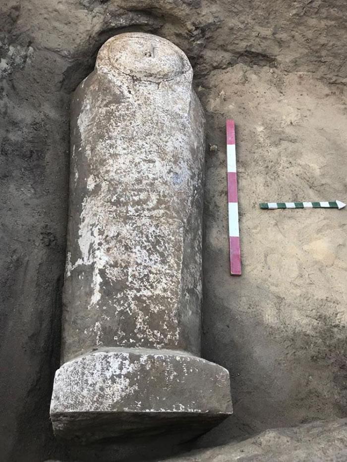 埃及开罗附近古墓发现石灰石石棺和两具木乃伊