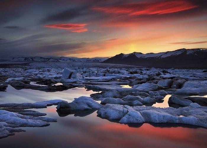 """冰河湖有""""钻石沙滩""""的美誉。"""