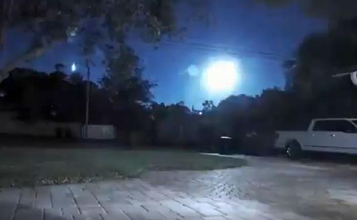 美国佛罗里达州、乔治亚州多地惊现罕见火流星照亮夜空