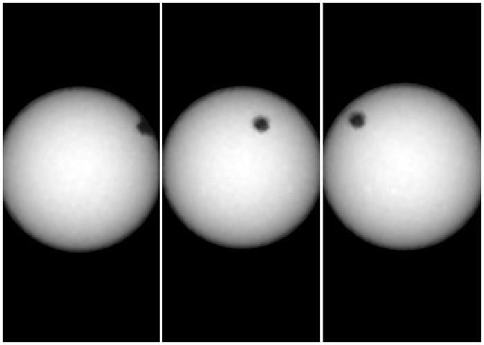 体积细小的火卫二如一个黑点从太阳表面经过。