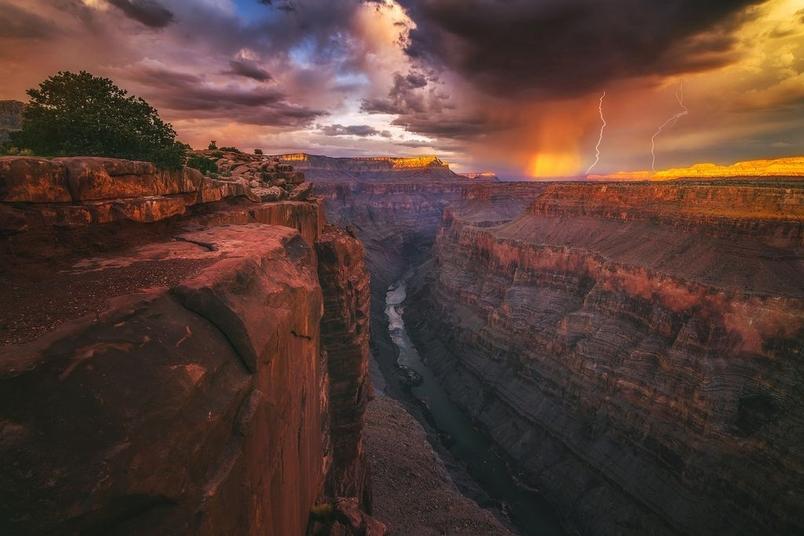 大峡谷天边的火焰