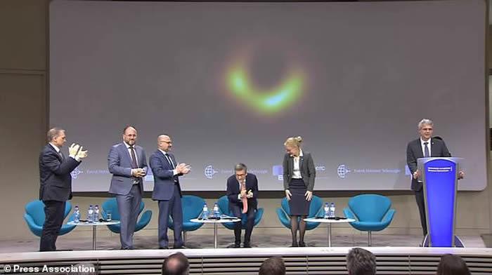 """专题:""""事件视界望远镜""""(EHT)今日曝光人类历史上第一张黑洞照片"""