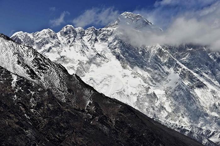 """世界最高峰""""珠穆朗玛峰""""到底有多高?尼泊尔官方将派调查小组登顶测量"""