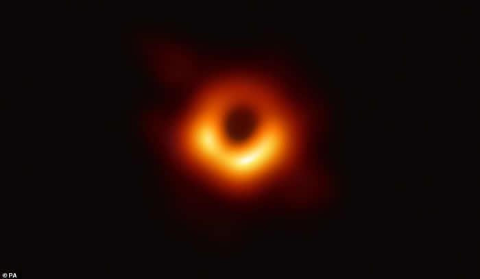 事件视界望远镜(EHT)发布全球首张黑洞照片 位于室女座超巨椭圆星系M87中心