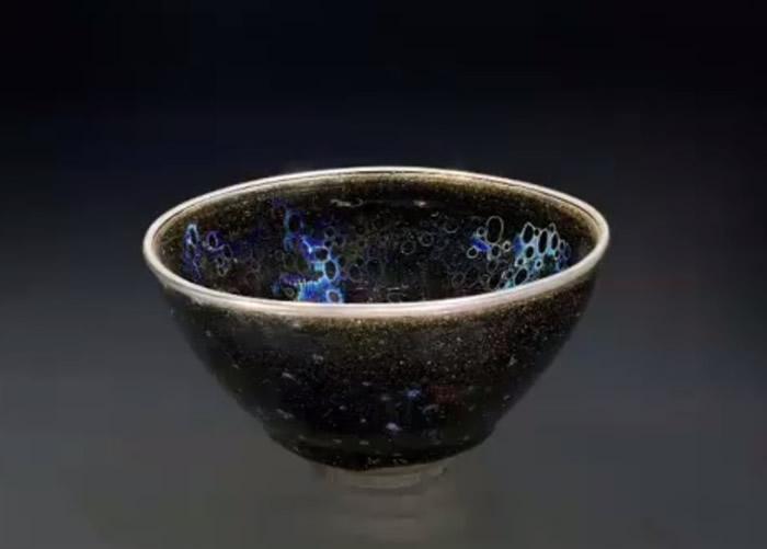 """""""曜变天目""""茶碗于南宋时期在福建省建窑烧制。"""