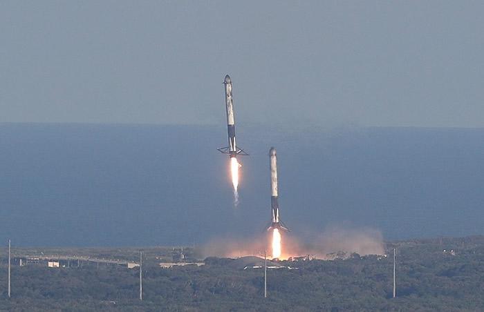 两个侧推进器也安全返回地面。