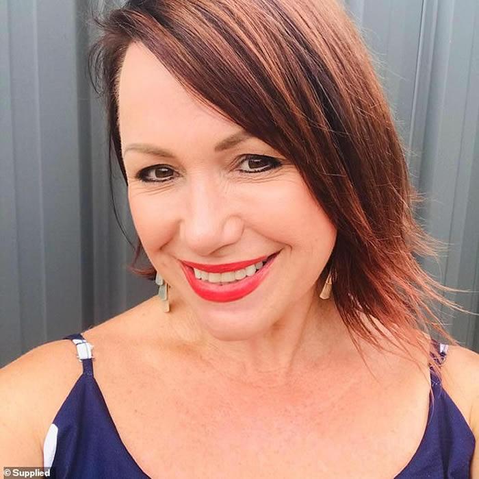 """澳洲悉尼女子宠物猫失踪2个月 抬头惊见屋顶盘踞着的""""钻石蟒蛇""""恍然大"""