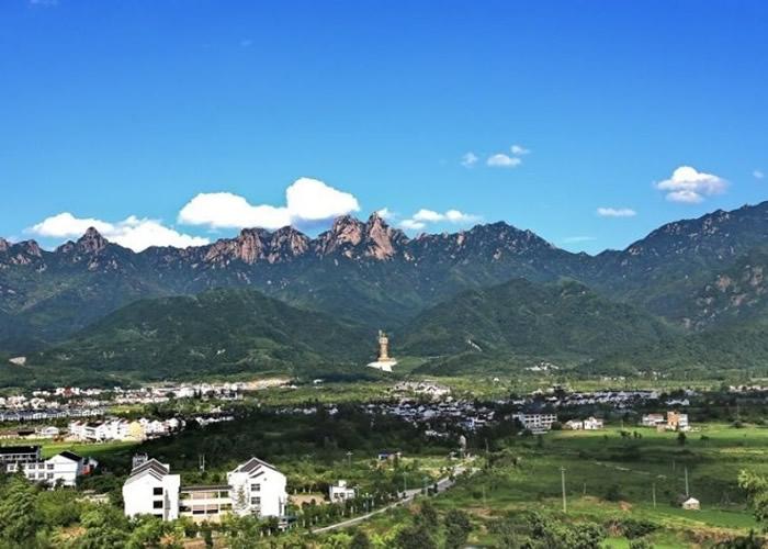 九华山意为九座壮丽的山峰。