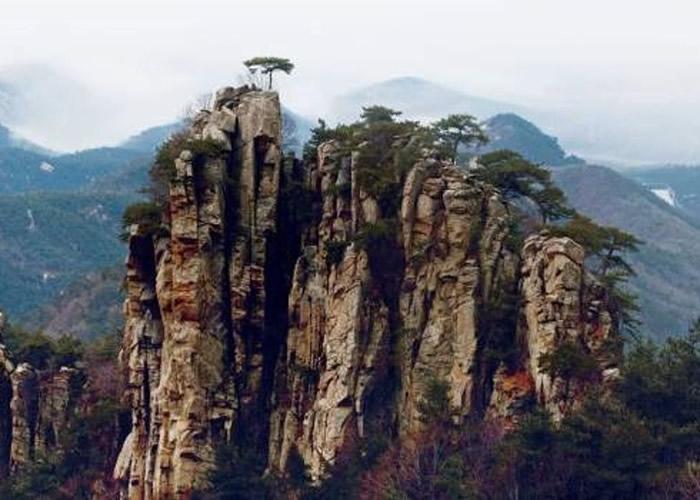 沂蒙山独有岱崮地貌。