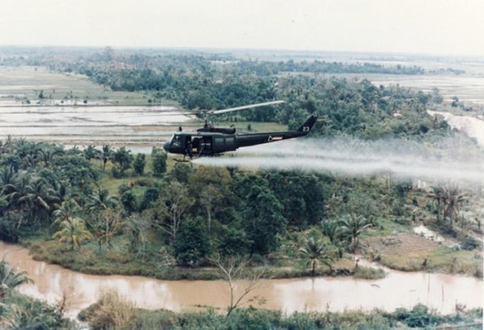 """越战美军极毒""""橙剂""""祸害越南民众40年 美国砸1.83亿美金除毒"""