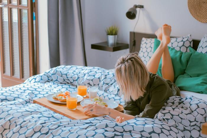 """不吃早餐的人死于""""心血管疾病""""机率高87% 睡觉前才吃晚餐复发风险提高数倍"""