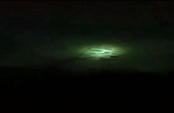 陨石击穿哥斯达黎加圣卡洛斯县拉卡帕莱村一所房子的屋顶